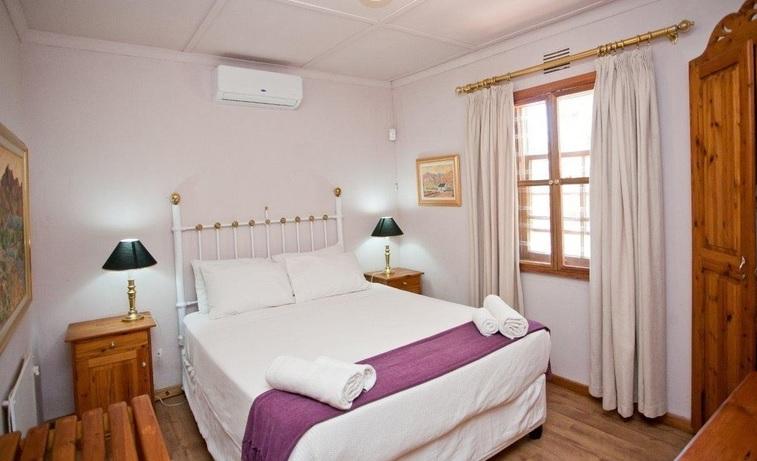 Red Stone Hills - bedroom