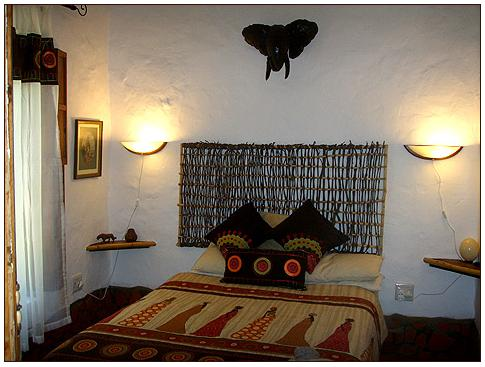 Old Thatch Guest House -bedroom