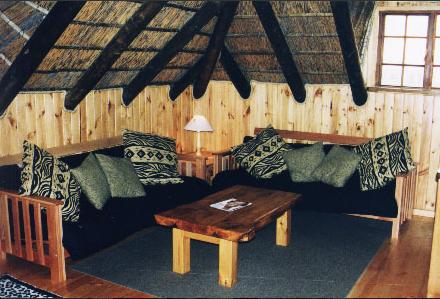 Myoli Beach Lodge - thatched lounge