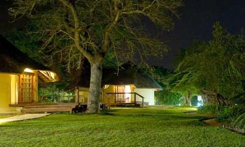 Elephant Plains Lodge - rondawels