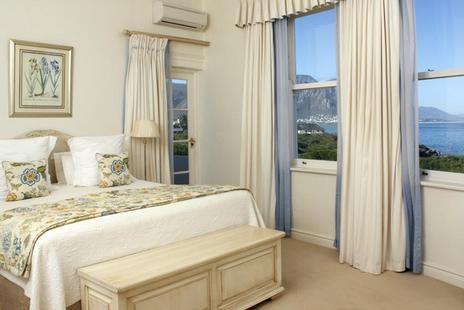 Marine Hotel - bedroom