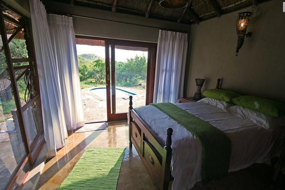 Kanya Lodge - bedroom green