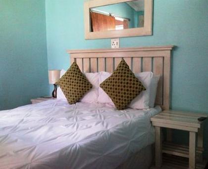 Blue Banana Lodge - bedroom 1