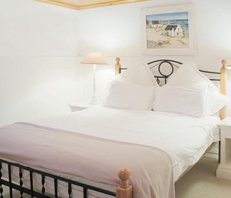 Brenwin Guest House - bedroom