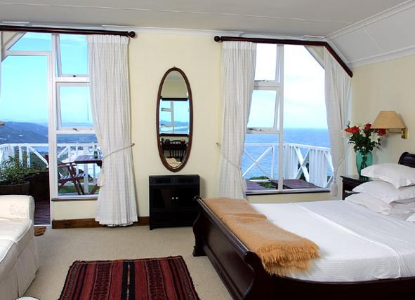 Hilltop Country Lodge - bedroom