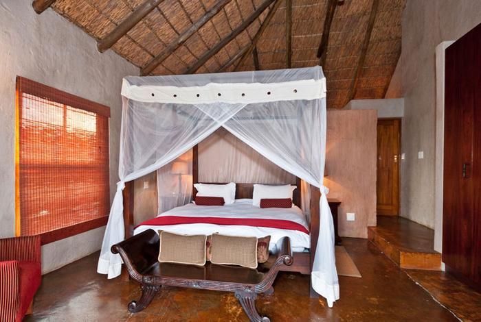 Hlosi Game Lodge - bedroom