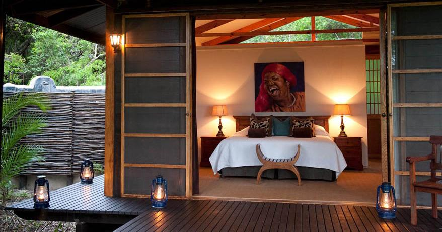 Makakatana Bay Lodge - bedroom