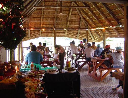 Ntaba River Lodge - eating under thatch