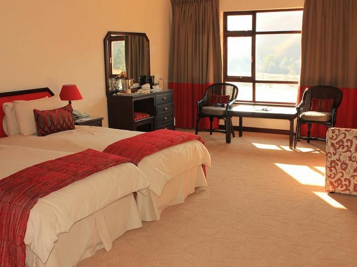 Sani Pass Hotel - bedroom