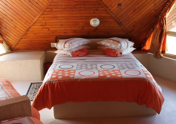 Pyramids Motel - bedroom