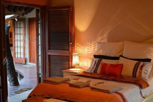Bona Intaba - bedroom