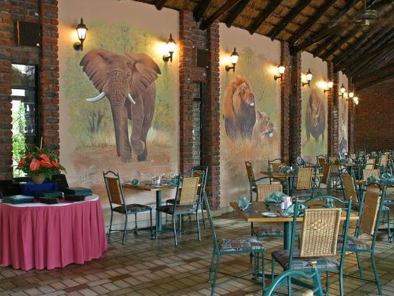 Manyane Resort - dining area