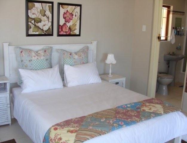 Sea Fever Cottage - bedroom