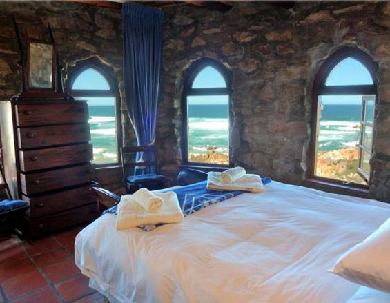 Lindsay Castle - bedroonm