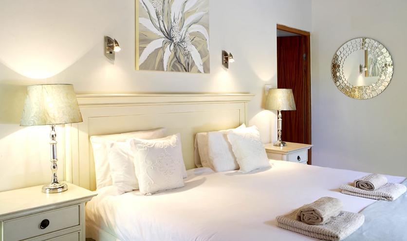 Yellow Aloe Guest House - bedroom
