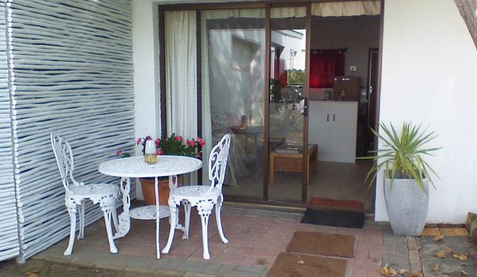 Sunbird - patio
