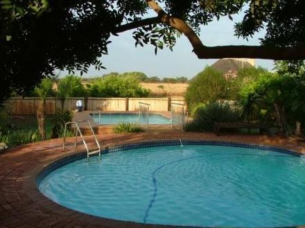 Gallery Inn - pool