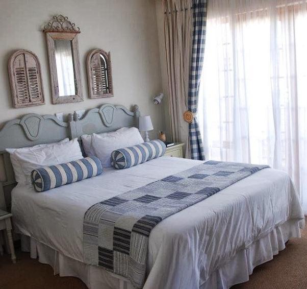 Sandstone Chameleon guest - bedroom