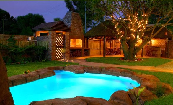 Treetops Guesthouse -pool