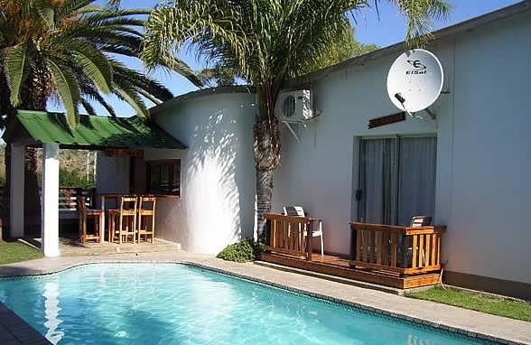 Palm Treet Cottages - pool