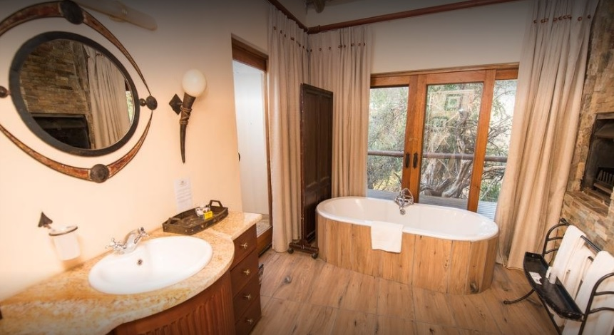Shishangeni Lodge - bathroom